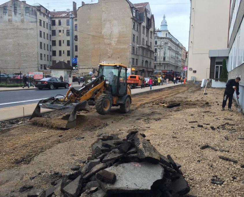Asfaltēšana. Dzirnavu iela. Rīgā.
