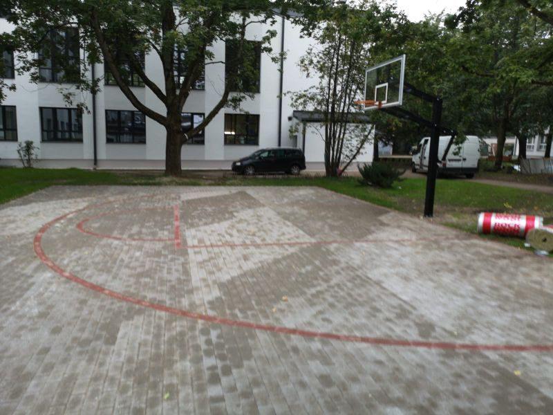 Streetball laukums, bilde Nr.4. Bruģēšana, apzaļumošana