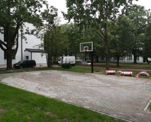 Streetball laukums, bilde Nr.5. Bruģēšana, apzaļumošana